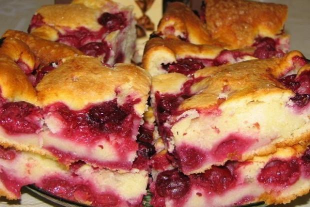 Мягенький пирог с ягодами – его мгновенно сметут со стола!