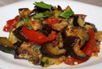 Благодаря нежному маринаду, запеченные овощи никого не оставят равнодушным.