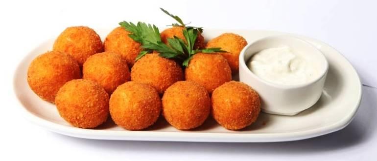 Картофельные шарики с сыром и беконом во фритюре - обалденная закуска