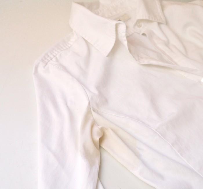Как можно просто вывести жёлтые пятна от пота и дезодоранта с белых вещей