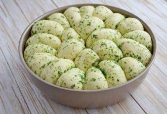 Пшеничный хлеб с зеленью и чесноком. Удивительный рецепт! Рекомендую!