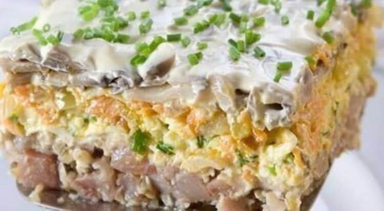 10 самых удачных и вкусных салатов для вашего праздничного стола