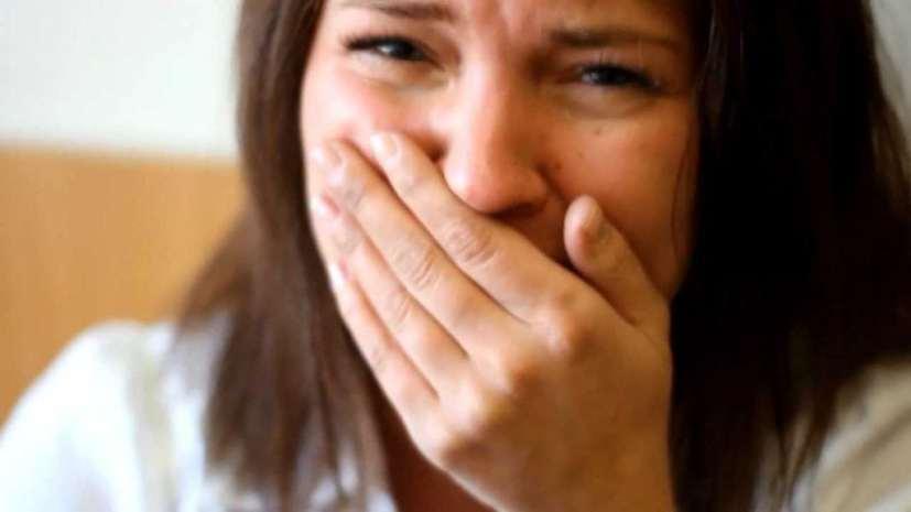 Начальник вызвал к себе сотрудницу, она вышла из кабинета вся в слезах. У нее тряслись руки, когда мы узнали в чем дело