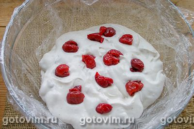 Желейный торт из печенья со сгущенкой без выпечки