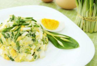 10 вкуснейших яичных салатов на все случаи жизни