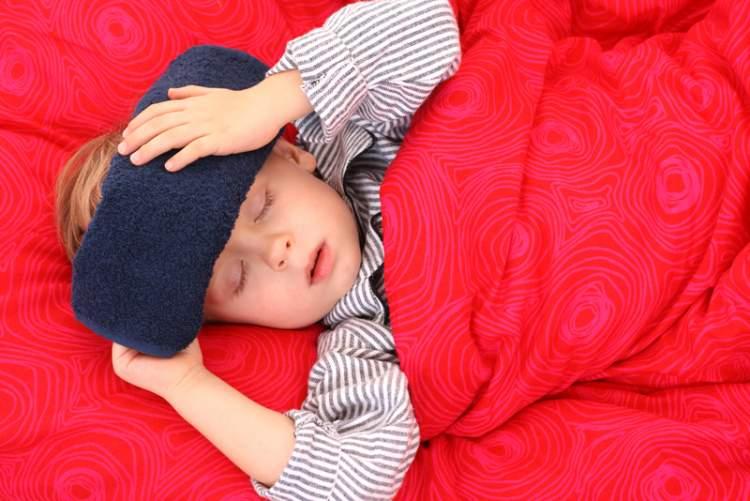 Как правильно бороться с температурой у детей: что можно, а что категорически запрещено
