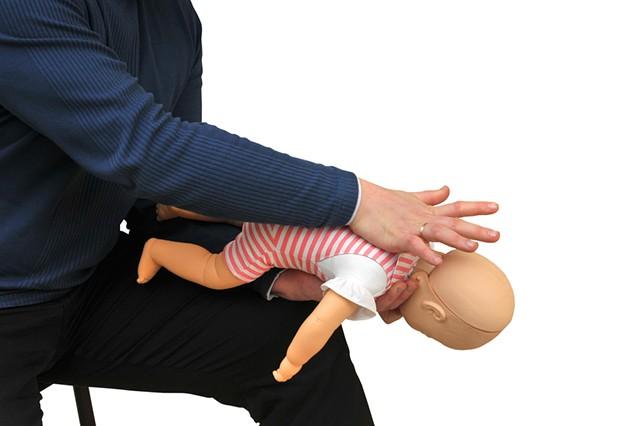 Что делать, если ребенок подавился? 5 минут, чтобы спасти