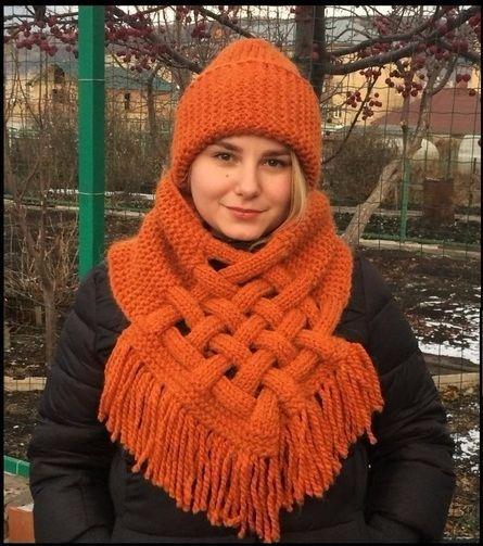 Очень стильно и необычно: простой снуд-шарф с элементами плетения