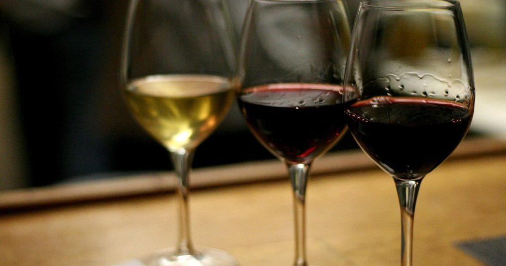 Оказывается в старости полезнее пить вино, чем заниматься физкультурой - исследование