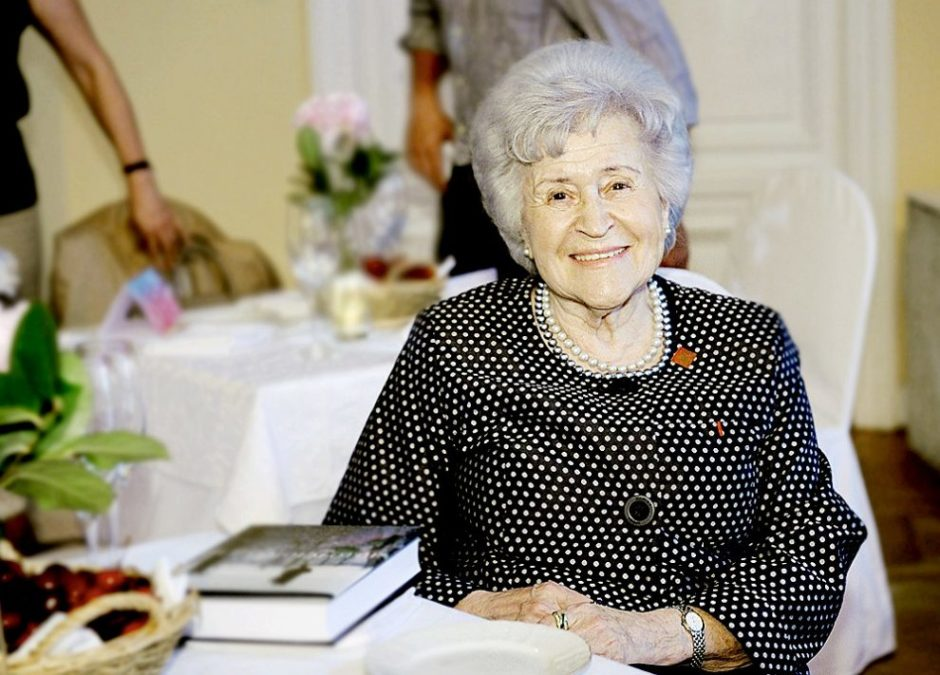 Ирина Антонова: «Улыбки пожилых женщин - это уроки взаимоотношения с миром»