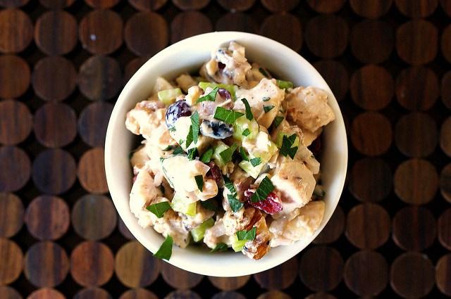 Топ-10 сытных салатов, которые вы приготовите за 10 минут!