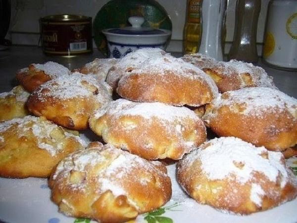 Эти вкуснейшие яблочные булочки научилась готовить даже моя невестка! Элементарный рецепт!