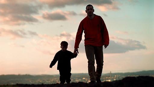 Сын не смог забыть того, кто его воспитал. Это цепляет за сердце...