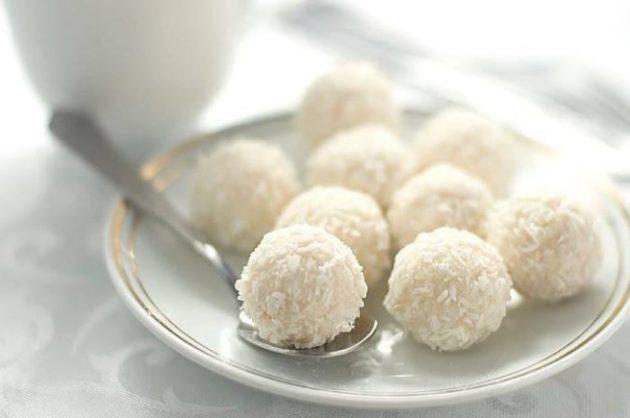"""Любителям конфет """"Рафаэлло"""". Простейший домашний рецепт этого известного шедевра!"""